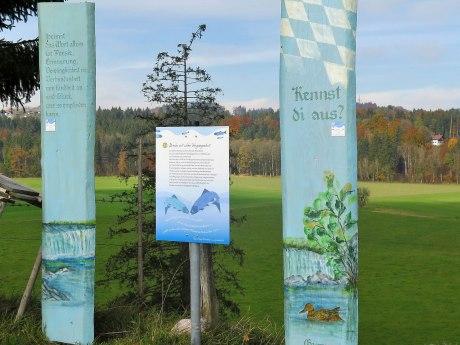Holzstele Prientaler Flusslandschaft in Frasdorf, © Tourist Info Aschau i.Ch.