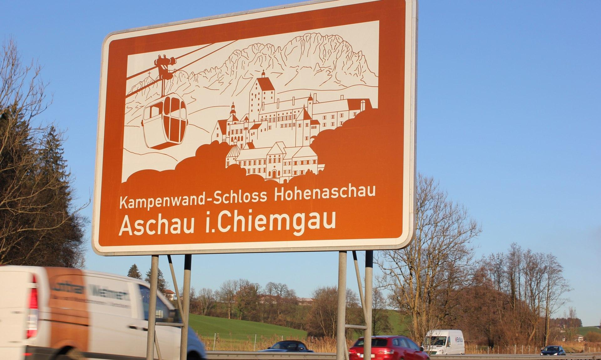 Autobahnschild Aschau i.Ch. A8, © Tourist Info Aschau i.Ch.