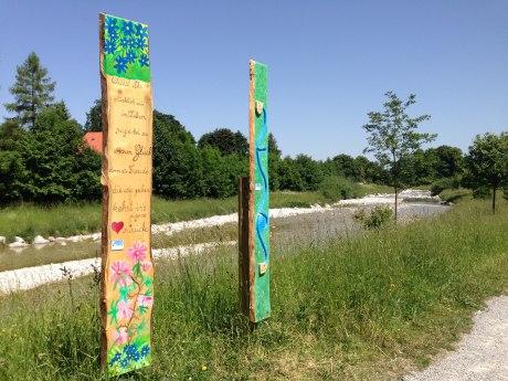 Holzstele Prientaler Flusslandschaft in Aschau, © Tourist Info Aschau i.Ch.