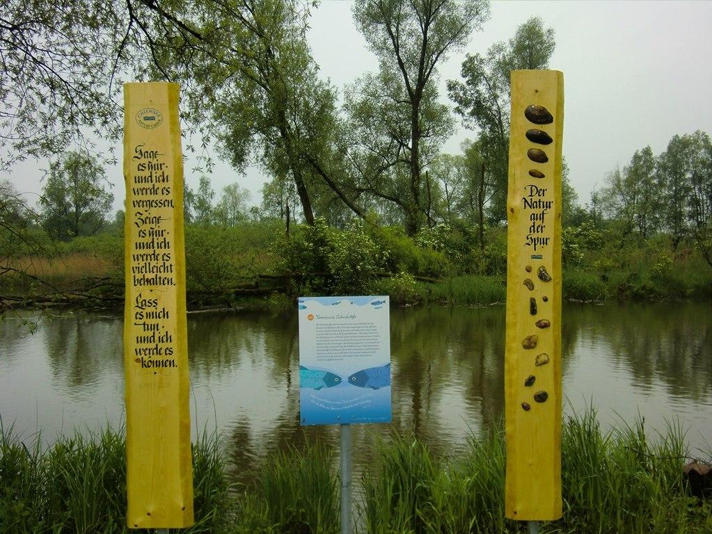 Holzstele Prientaler Flusslandschaft in Rimsting