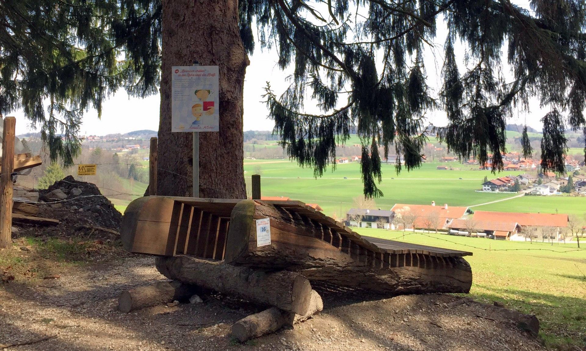 16_Boarische Chill-Liege gestiftet von der Priener Praxisklasse, © Tourist Info Aschau i.Ch.