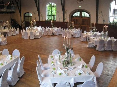 Festhalle Hohenaschau festlich gedeckt, © Tourist Info Aschau i.Ch.