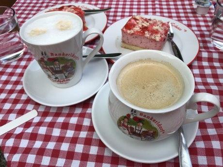 Kaffee und Kuchen im Burgladerl, © H. Reiter