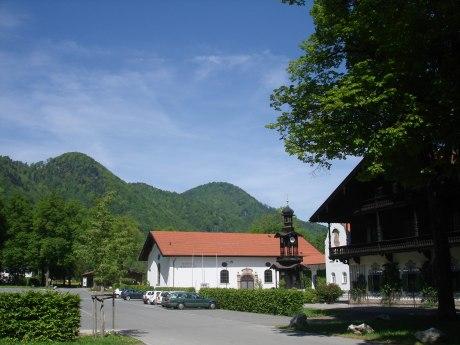 Festhalle Hohenaschau mit großem Parkplatz, © Tourist Info Aschau i.Ch.
