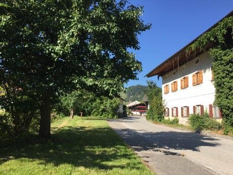 WaldApotheke Sachrang - Birnbaum im Ort, © Tourist Info Aschau im Chiemgau