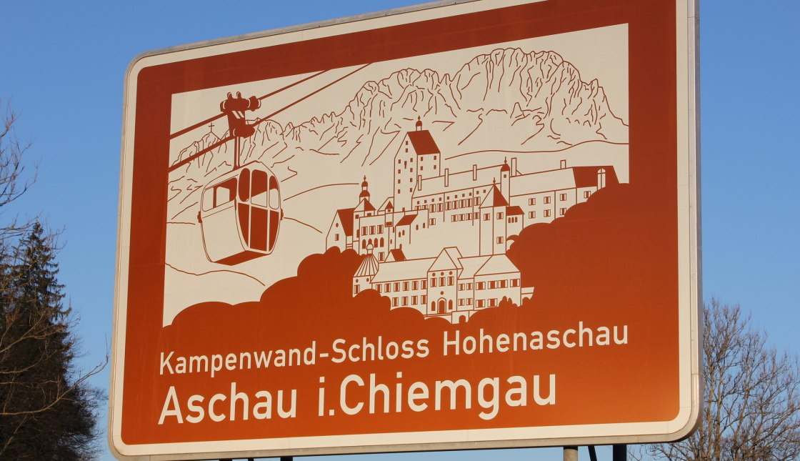 Autobahnschild Aschau i.Ch. auf der A8, © Tourist Info Aschau i.Ch.