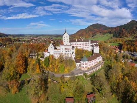 Schloss Hohenaschau im Herbst, © www.gix.at